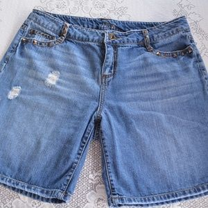 Womens 14 Apt 9 Bermuda Distressed Jean Shorts
